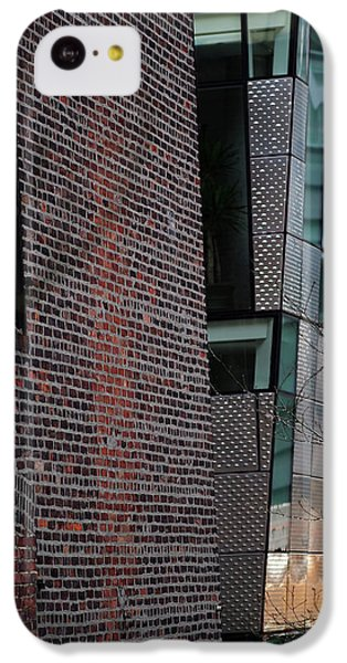 Leaning In At The High Line IPhone 5c Case by Rona Black