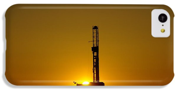 Oil Rig Near Killdeer In The Morn IPhone 5c Case by Jeff Swan