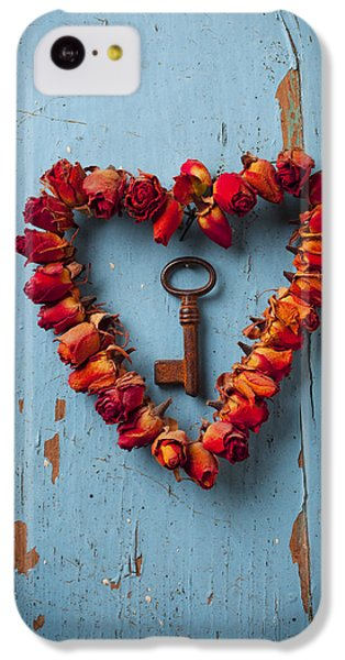 Small Rose Heart Wreath With Key IPhone 5c Case by Garry Gay