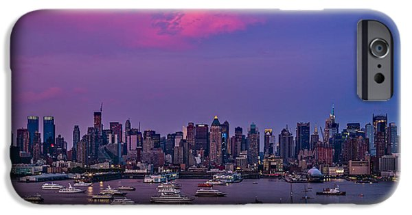 Fourth Of July iPhone Cases - A Spectacular New York City evening iPhone Case by Susan Candelario