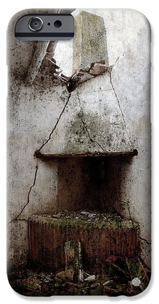 Abandoned little house 2 iPhone Case by RicardMN Photography