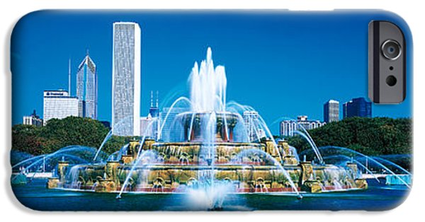 Il iPhone Cases - Buckingham Fountain Chicago Il Usa iPhone Case by Panoramic Images