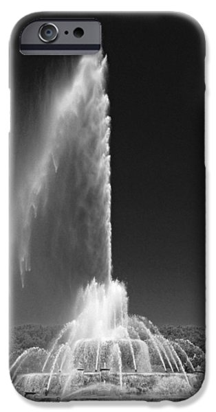 Chicago iPhone Cases - Buckingham Fountain Spray Black and White iPhone Case by Christopher Arndt