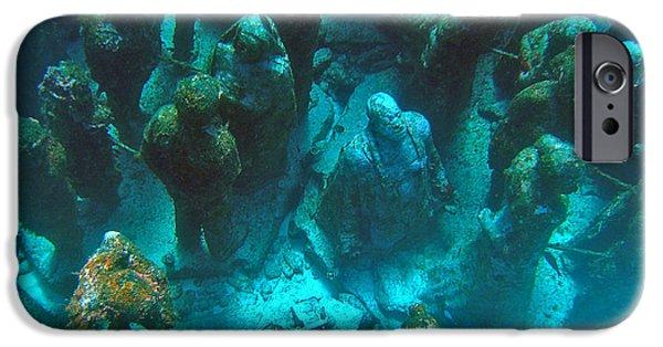 Alga iPhone Cases - Estatuas submarinas iPhone Case by Agus Aldalur