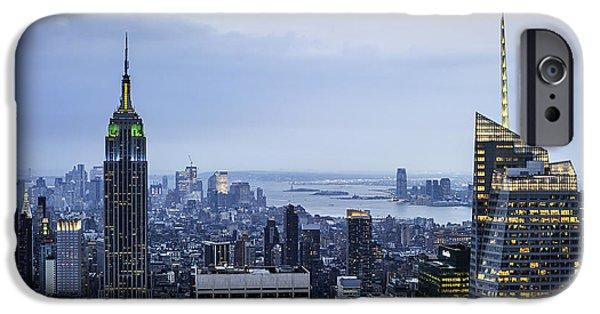 Nyc Rain iPhone Cases - Midtown Manhattan iPhone Case by Ray Warren