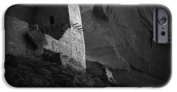 White House iPhone Cases - Mummy Ruin Canyon De Chelly Arizona  iPhone Case by Bob Christopher