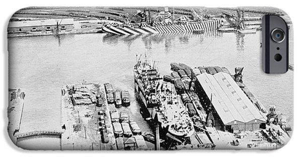 Ww1 iPhone Cases - Navy Ship With Dazzle Camouflage iPhone Case by Photo Researchers