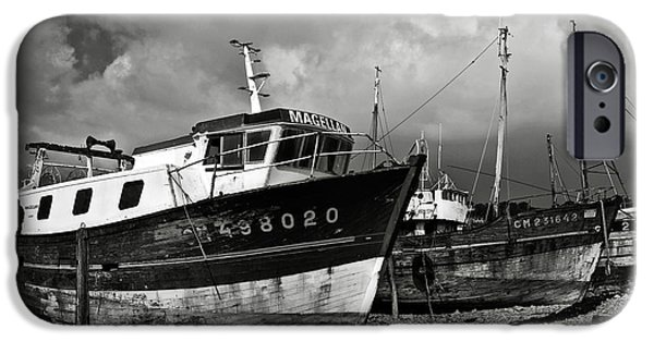 Alga iPhone Cases - Old abandoned ships iPhone Case by RicardMN Photography