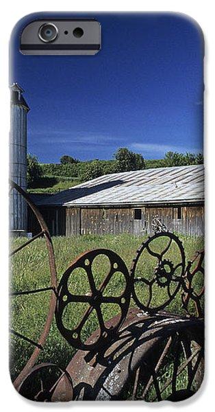 Wagon Wheel Barn iPhone Case by Doug Davidson