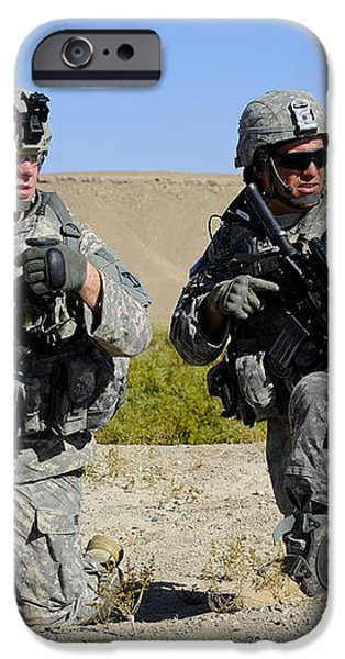 U.s. Army Soldiers Familiarize iPhone Case by Stocktrek Images