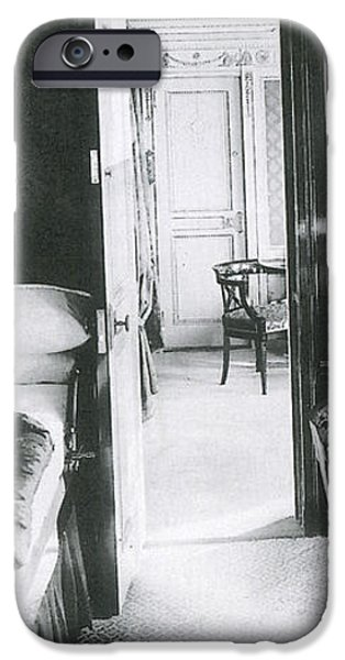 Parlour Suite Of Titanic Ship iPhone Case by Photo Researchers