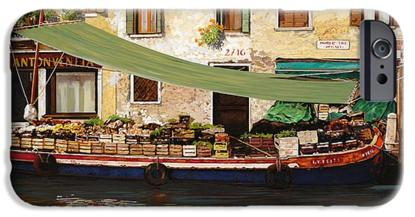 Venice iPhone Cases - il mercato galleggiante a Venezia iPhone Case by Guido Borelli