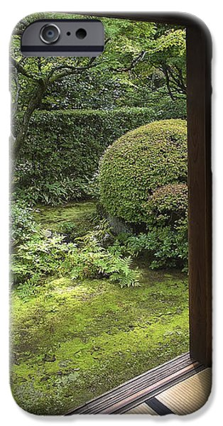 KOTO-IN ZEN TEMPLE SIDE GARDEN - KYOTO JAPAN iPhone Case by Daniel Hagerman