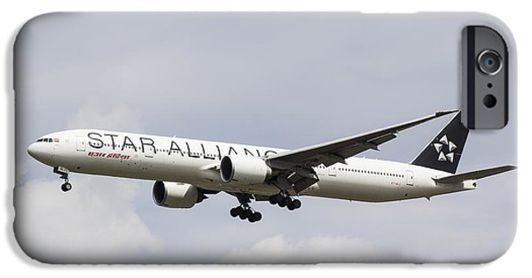 Star Alliance Photographs iPhone Cases - Star Alliance Boeing 777 iPhone Case by David Pyatt