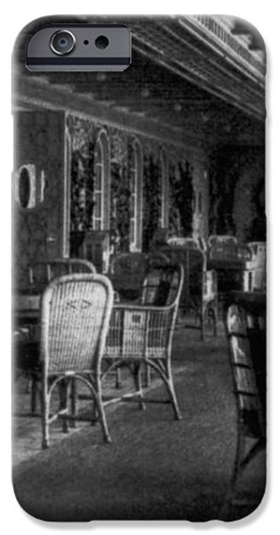 TITANIC: PARISIAN CAFE, 1912 iPhone Case by Granger