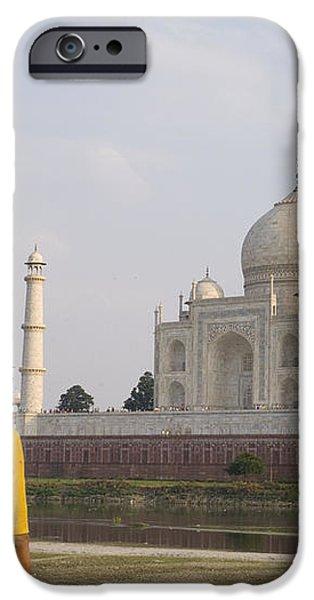 Women at Taj Mahal iPhone Case by Bill Bachmann - Printscapes