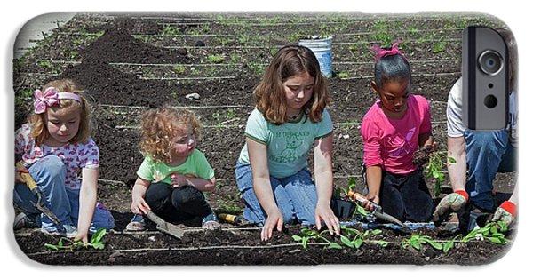 Children At Work In A Community Garden IPhone 6s Case by Jim West