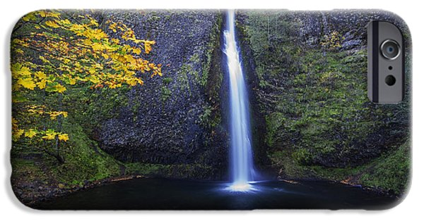 Horsetail Falls IPhone Case by Mark Kiver