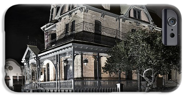 Rosson House Haunted Black And White IPhone Case by Dave Dilli