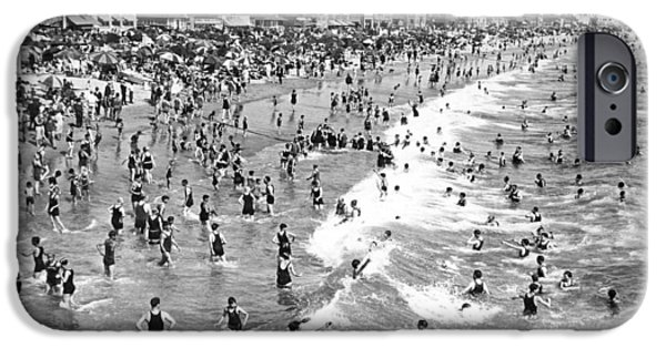 Santa Monica Beach In December IPhone 6s Case by Underwood Archives