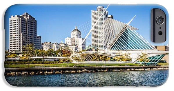 Milwaukee Skyline Photo With Milwaukee Art Museum IPhone 6s Case by Paul Velgos