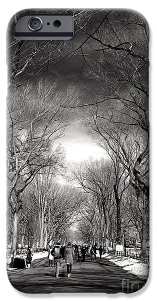 Winter Day On The Mall IPhone 6s Case by John Rizzuto