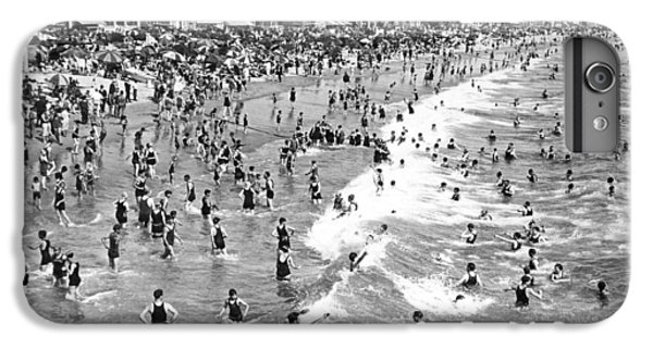 Santa Monica Beach In December IPhone 6s Plus Case by Underwood Archives