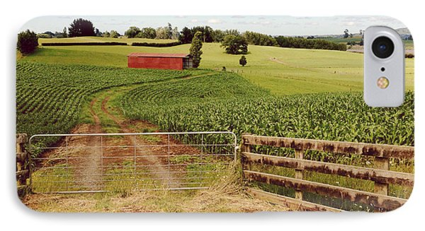 Red Barn IPhone Case by Les Cunliffe