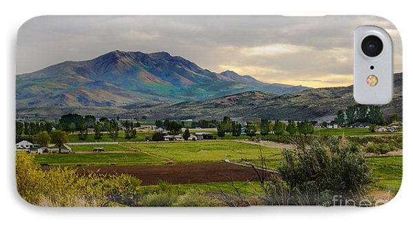Spring Time In The Valley Phone Case by Robert Bales