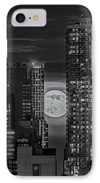 Super Moon Rises Over The Big Apple Bw Phone Case by Susan Candelario