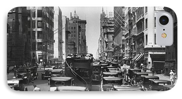 Traffic On Fifth Avenue Phone Case by Underwood Archives