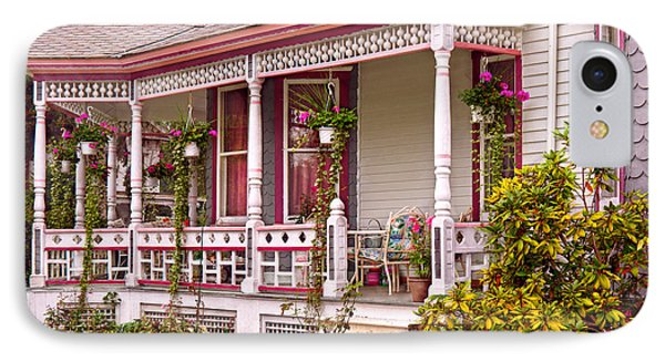Victorian - Belvidere Nj - The Beauty Of Spring  Phone Case by Mike Savad