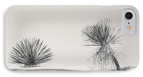 yucca in White sands Phone Case by Ralf Kaiser