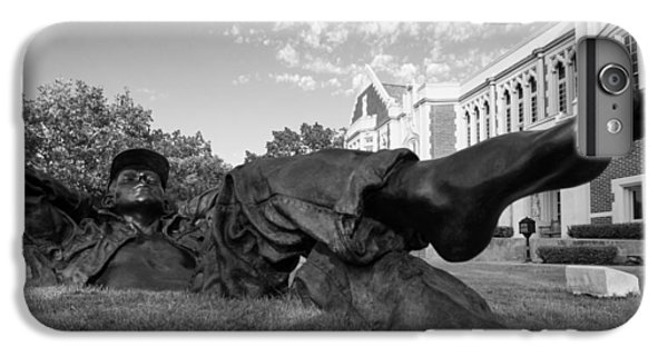 Chillin On The North Oval IPhone 7 Plus Case by Nathan Hillis