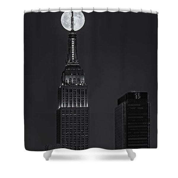 Super Moon In An Empire State Of Mind BW Shower Curtain by Susan Candelario