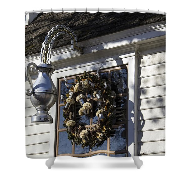 Wreath At Chownings Tavern Shower Curtain by Teresa Mucha