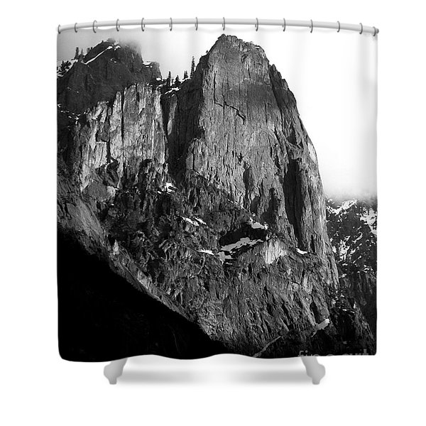 Mountains of Yosemite . 7D6167 . Vertical Cut . Black and White Shower Curtain by Wingsdomain Art and Photography
