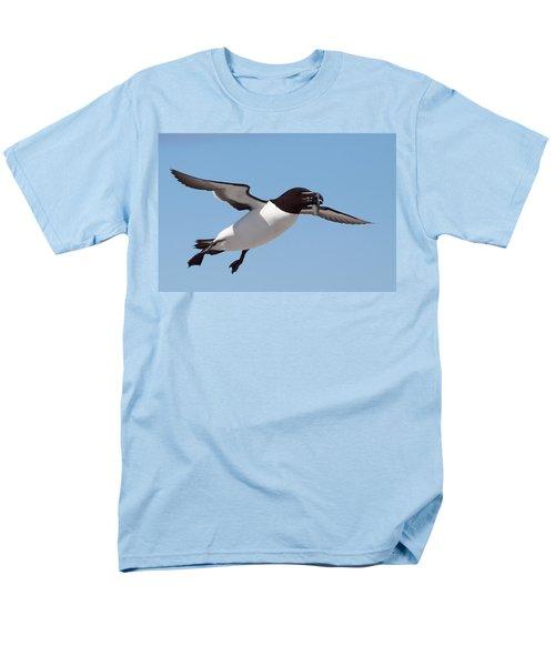 Razorbill In Flight Men's T-Shirt  (Regular Fit) by Bruce J Robinson