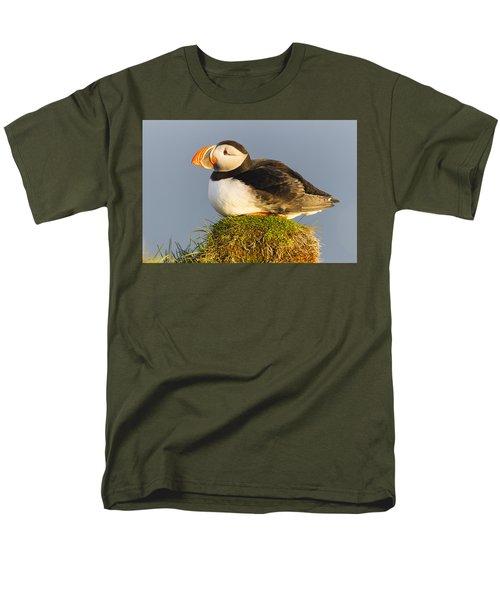 Atlantic Puffin Iceland Men's T-Shirt  (Regular Fit) by Peer von Wahl