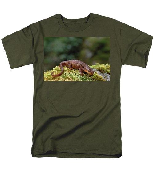Rough-skinned Newt Oregon Men's T-Shirt  (Regular Fit) by Gerry Ellis
