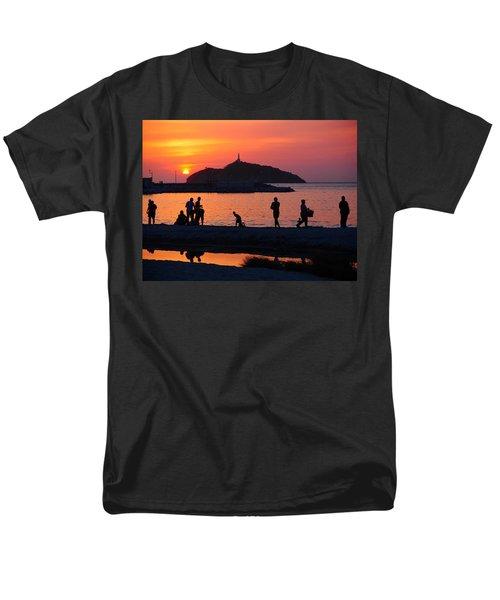 Fin De Semana T-Shirt by Skip Hunt