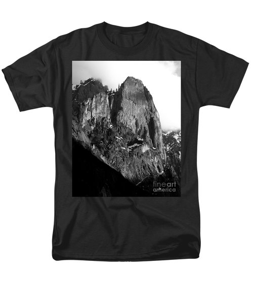 Mountains of Yosemite . 7D6167 . Vertical Cut . Black and White T-Shirt by Wingsdomain Art and Photography
