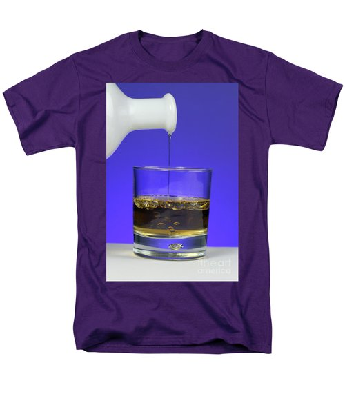 Pouring Oil Into Vinegar T-Shirt by Photo Researchers, Inc.