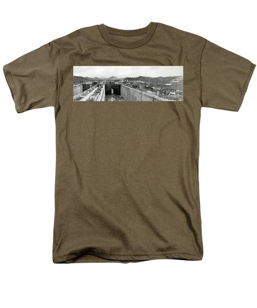 Panama Canal Construction 1910 T-Shirt by Photo Researchers