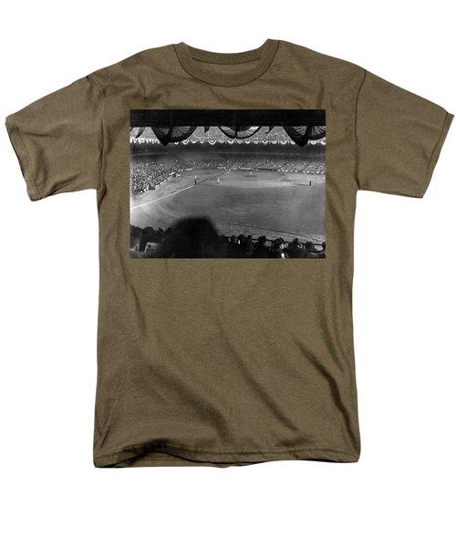 Yankees Defeat Giants Men's T-Shirt  (Regular Fit) by Underwood Archives