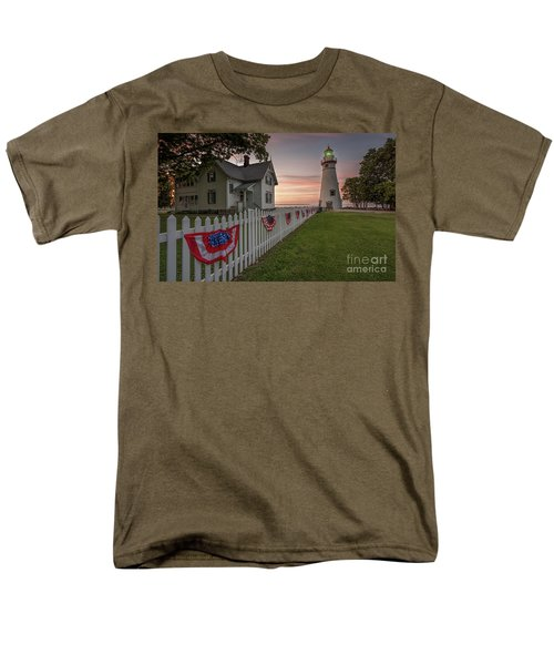 Marblehead Memorial  Men's T-Shirt  (Regular Fit) by James Dean
