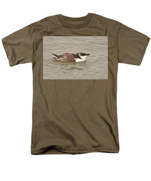 Razorbill Men's T-Shirt  (Regular Fit) by Alan Lenk