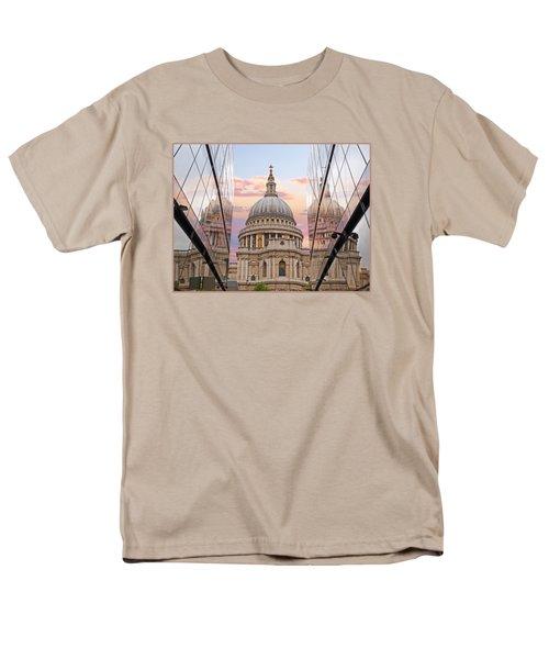 London Awakes - St. Pauls Cathedral Men's T-Shirt  (Regular Fit) by Gill Billington