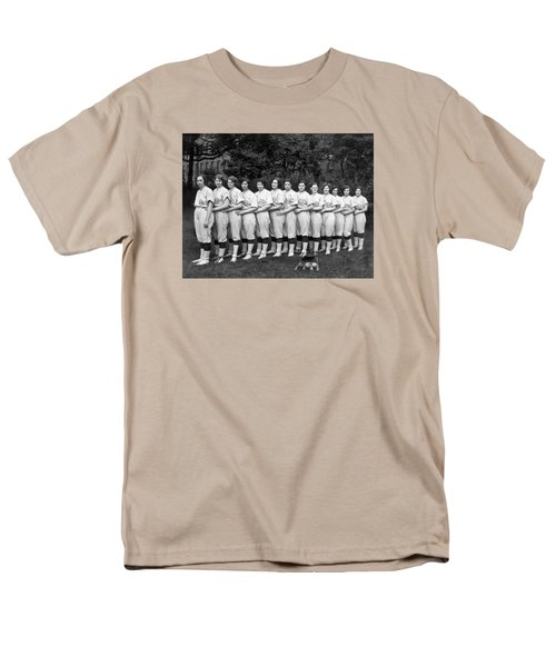 Vintage Photo Of Women's Baseball Team Men's T-Shirt  (Regular Fit) by American School