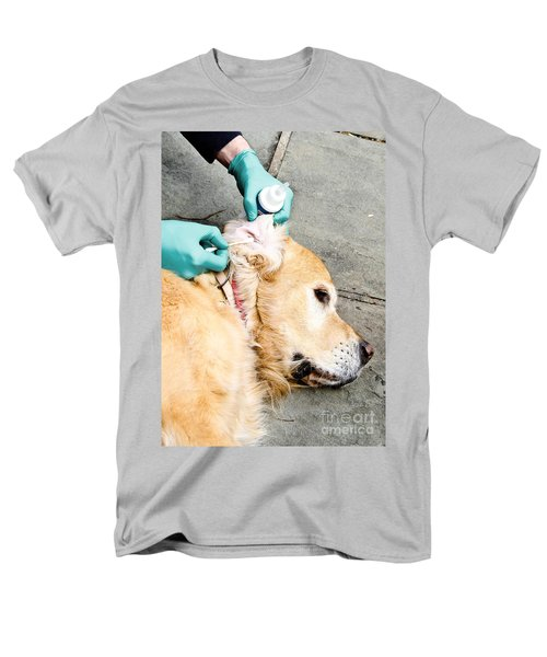 Dog Grooming T-Shirt by Photo Researchers, Inc.